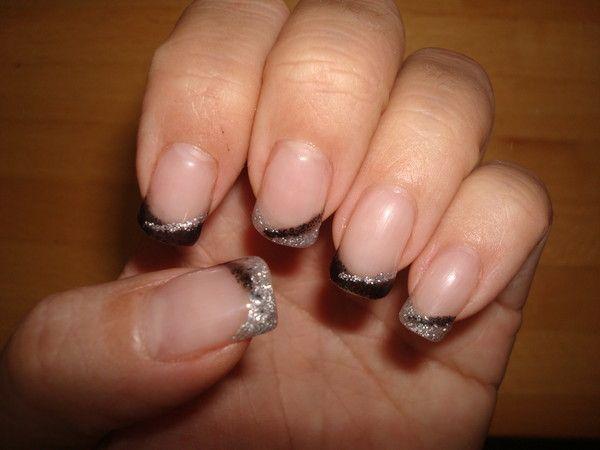 Pose de gel avec french noir et argent sur ongles naturelles