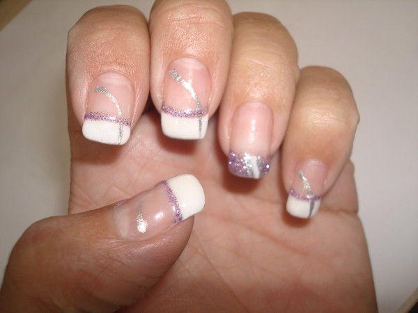 Pose de gel paillete violet et french sur ongle naturel